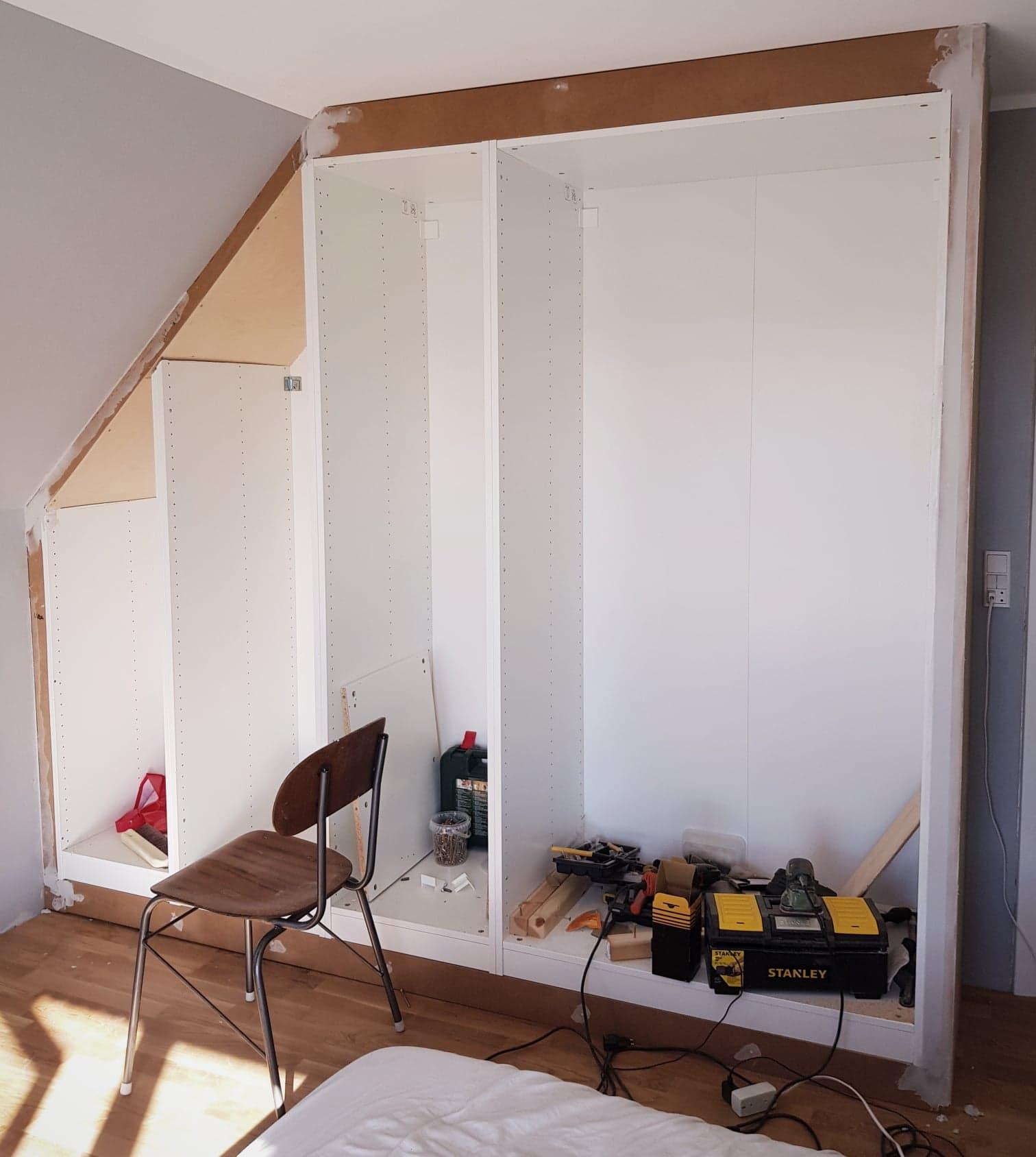 Picture of: Diy Ikea Hack Til Indbygget Skab Forstadsdromme Dk